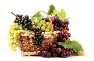 Panier de raisins blancs et noirs