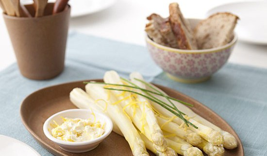 Asperges blanches sauce mascarpone au citron