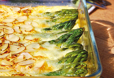 Clafoutis salé aux asperges vertes amandes et parmesan